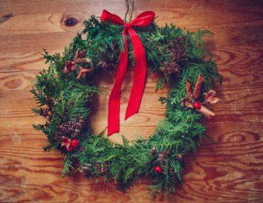 Handgjord julkrans av tuja - reaktionista.se